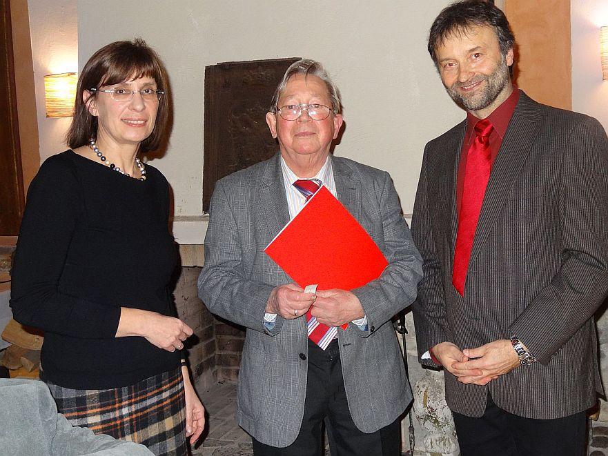 Harald Schmidt wurde von OV Chef Martin Schindler und von Silke Schindler als Mitgründungsmitglied von damals geehrt.