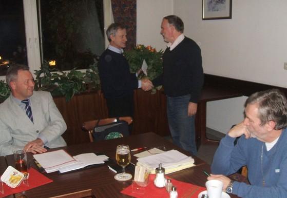 SPD Fraktionsmitglied Heinz Maspfuhl beging kürzlich sienen 60. Geburtstag. Fraktionschef Burkhard Kanngießer gratulierte rech herzlich sowie auch alles anderen Fraktionsmitglieder.